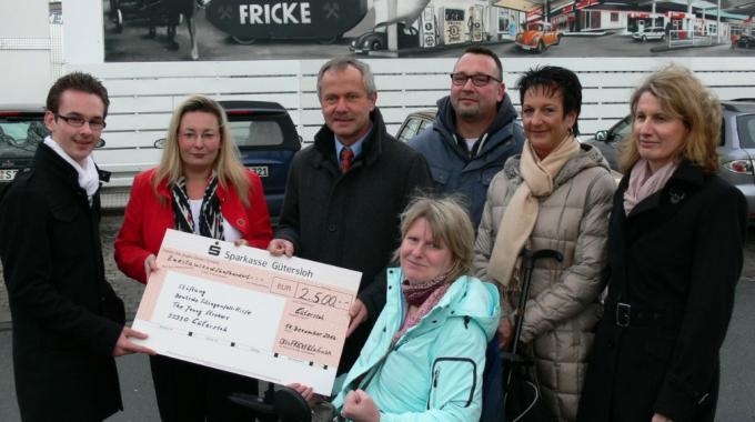 Scheck über 2500 Euro Von Der Firma Otto Fricke & Co. GmbH In Gütersloh